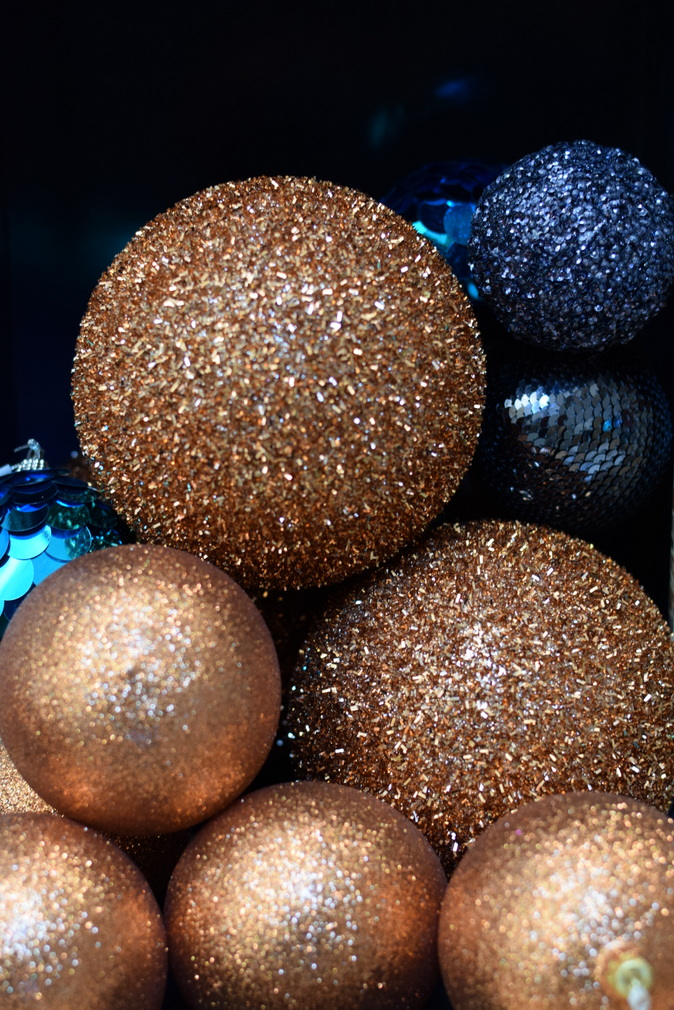 copper Christmas baubles with dark blue baubles