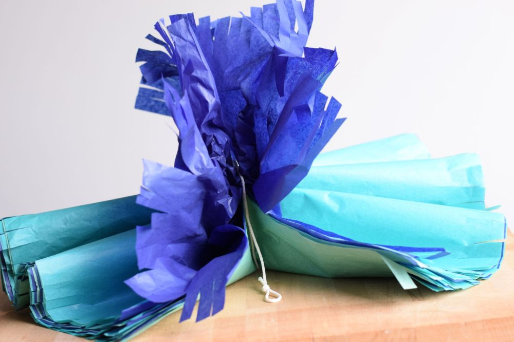 Tissue paper pom pom Mohican