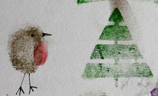 Thumbprint robin with Christmas tree
