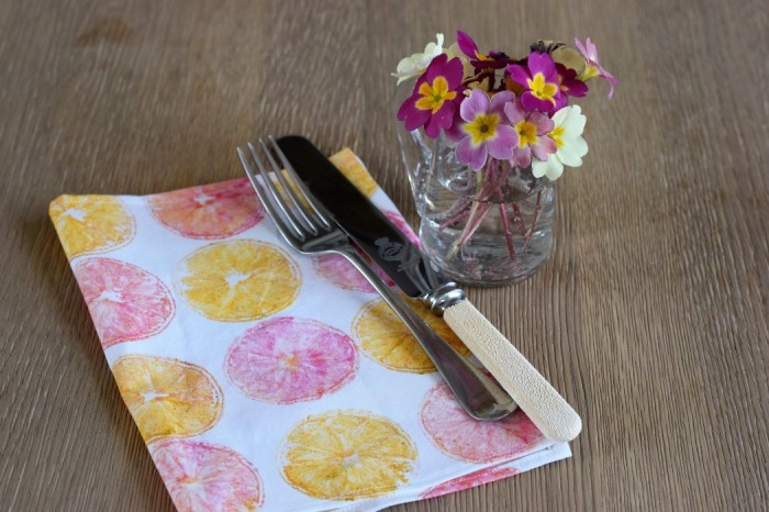 Napkin made with fabric printed with lemon